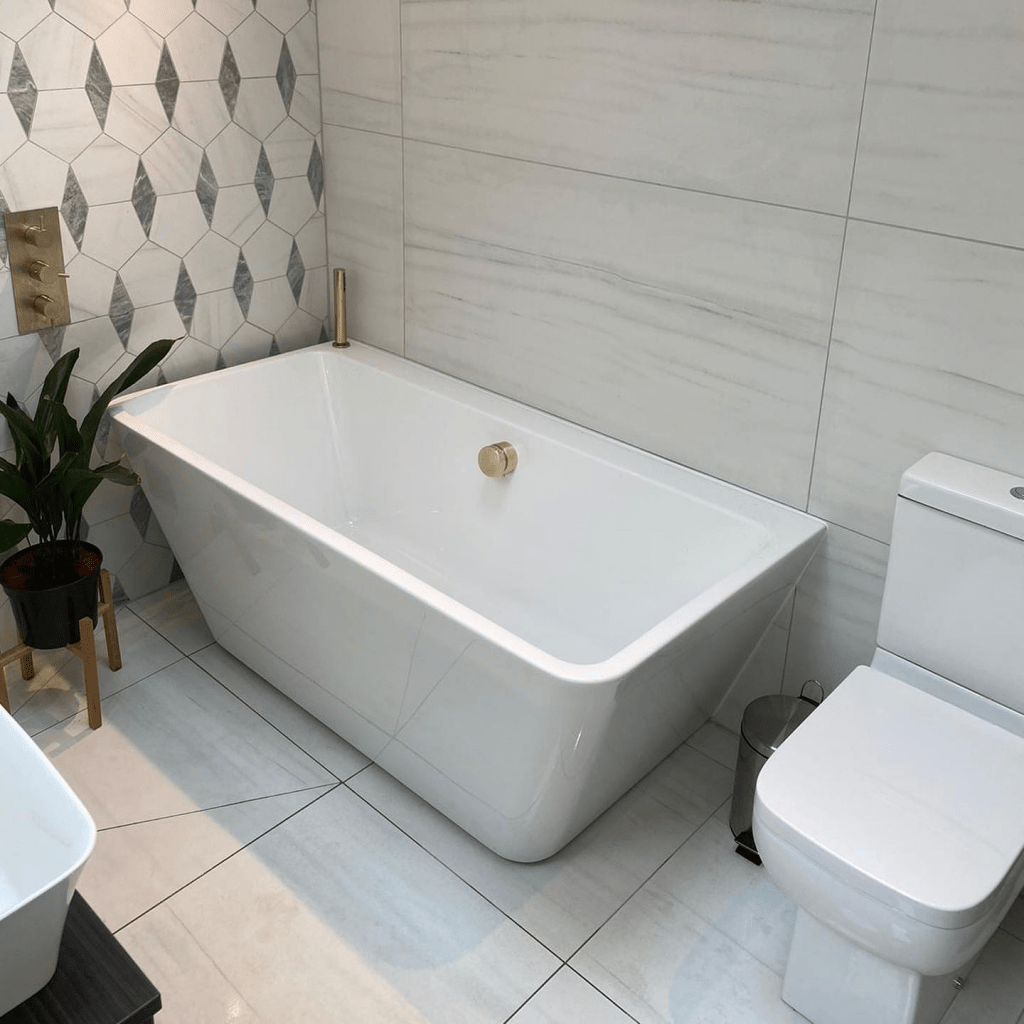 Contemporary Bathroom Style with tub and toilet